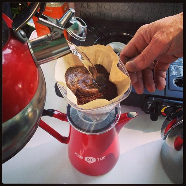 En de eerste koffie in de maak #KKOM Geluksroute bij Ons Moeder - CoachSander.nl